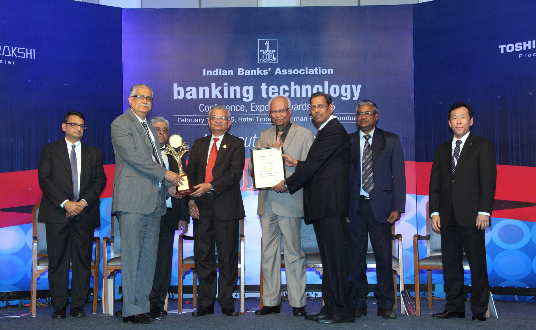 Shri Ranjan Dhawan, Managing Director & CEO, Bank of Baroda (left) and Shri S S Ghag, General Manager (IT) (right) is seen receiving The IBA Technology Award 2014-15 at the hands of Dr. Anil Kakodkar and Dr. Raghunath Mashelkar respectively