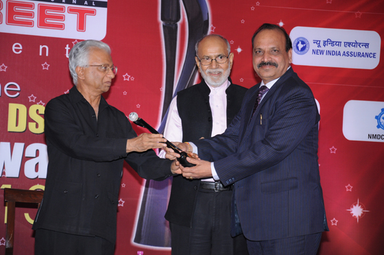 Shri. D.K Garg, General Manager, Bank of Baroda, North Zone (Right) is seen receiving the award from Shri T K A Nair, Advisor to Hon'ble Prime Minister, Govt. of India (Left). Also seen in the picture is Padmashree Dr. Pritam Singh, Director General, International Management Institute, New Delhi